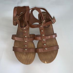 Juicy Couture wooden sole wedges in brown leather!